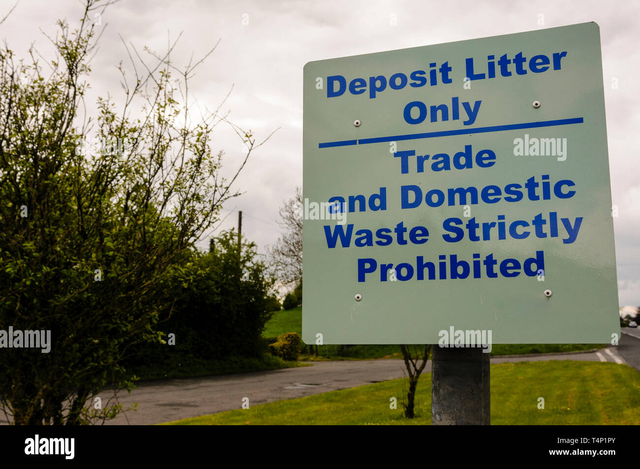Sign at a layby warning visitors to deposit litter only. Trade and domestic waste strictly prohibited - Stock Image