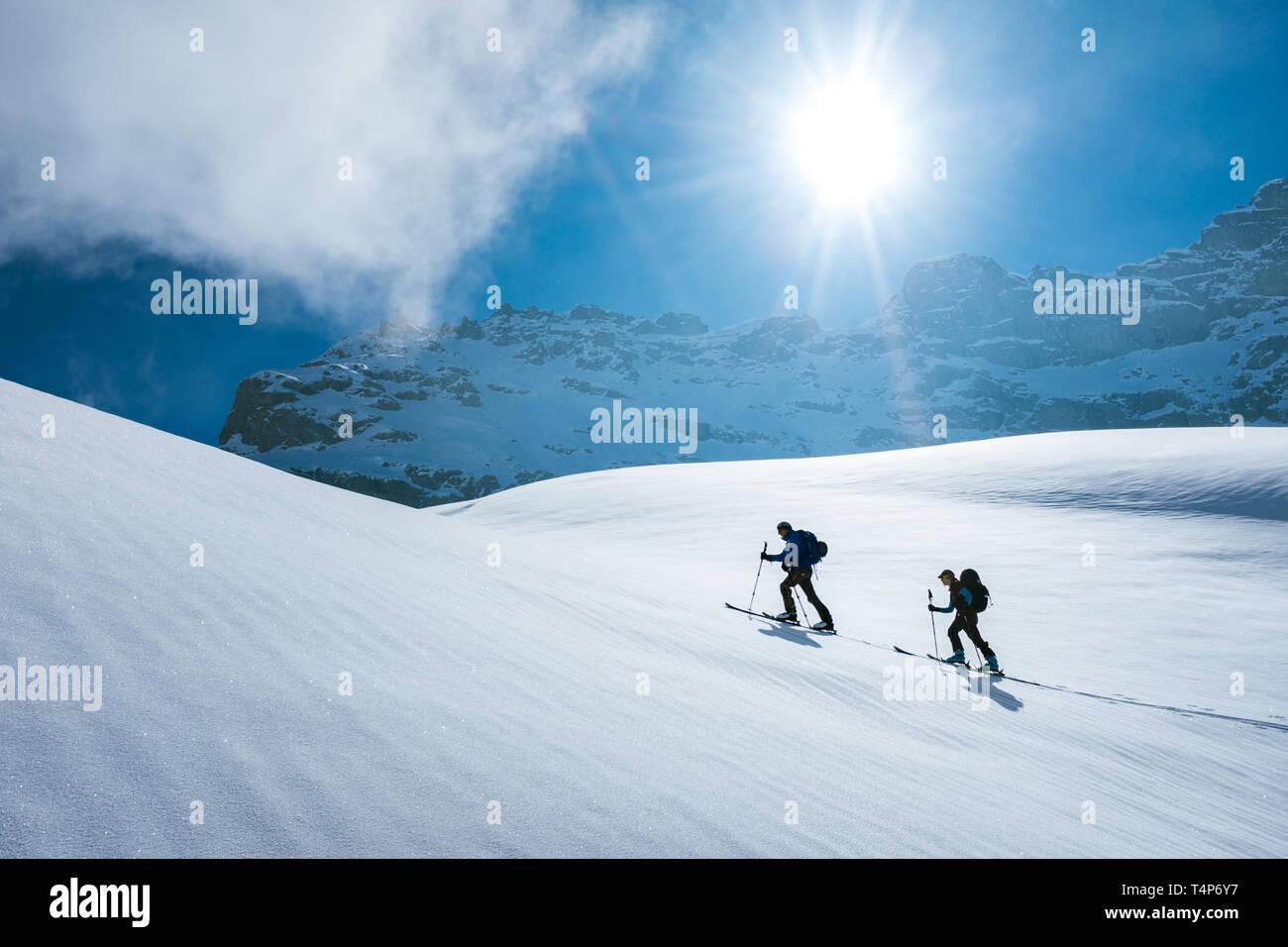 Tour skiing in Switzerland - Stock Image