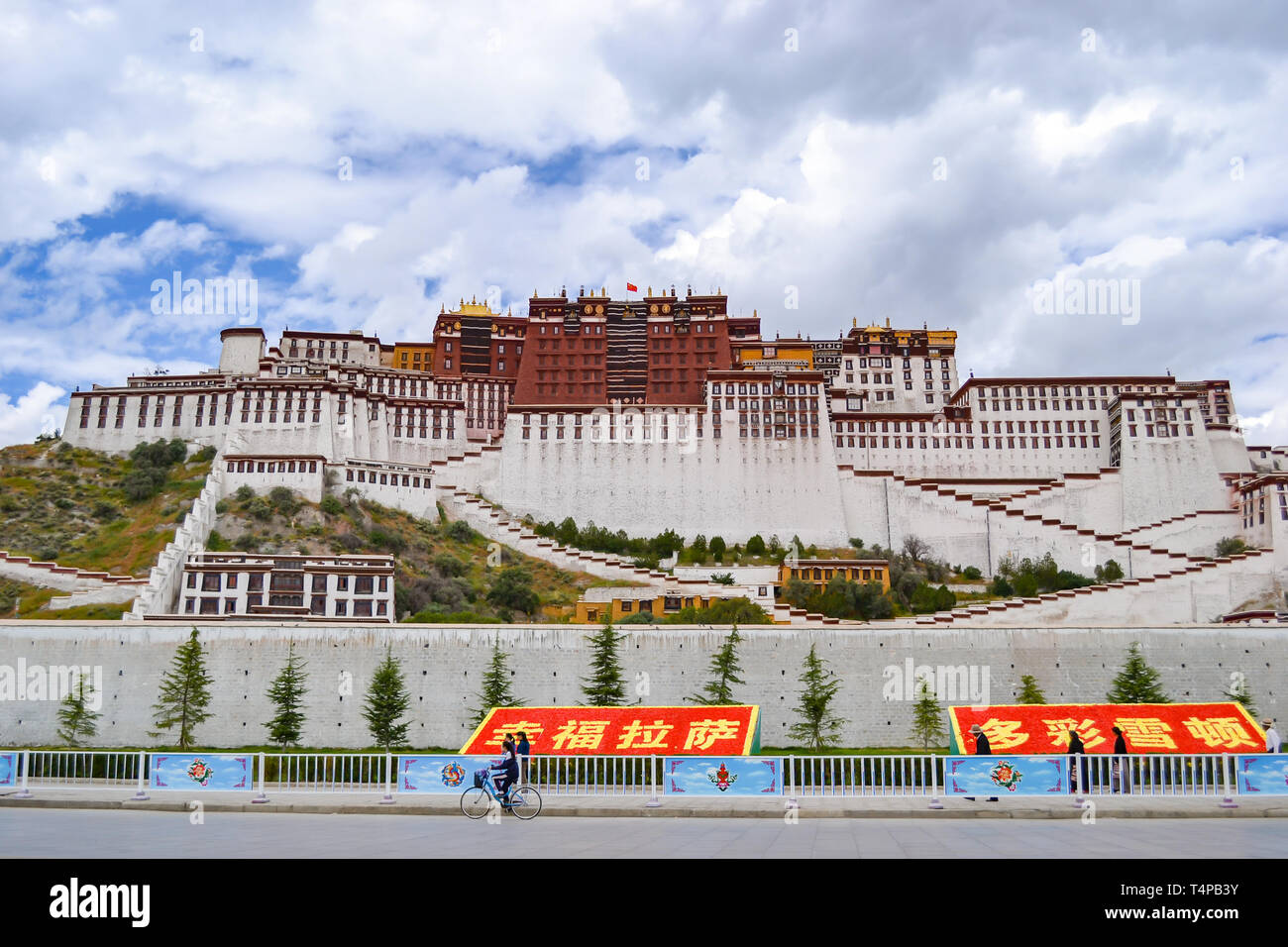 Potala Palace, the original residence of the Dalai Lama and the most important architecture of Tibetan Buddhism in Lhasa, Tibet, China - Stock Image