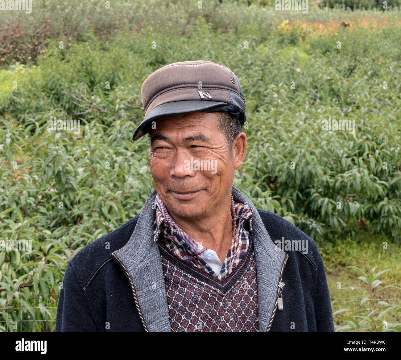 Portrait of a Chinese man wearing a Mao cap, Lijiang, Yunnan Province, People's Republic of China - Stock Image