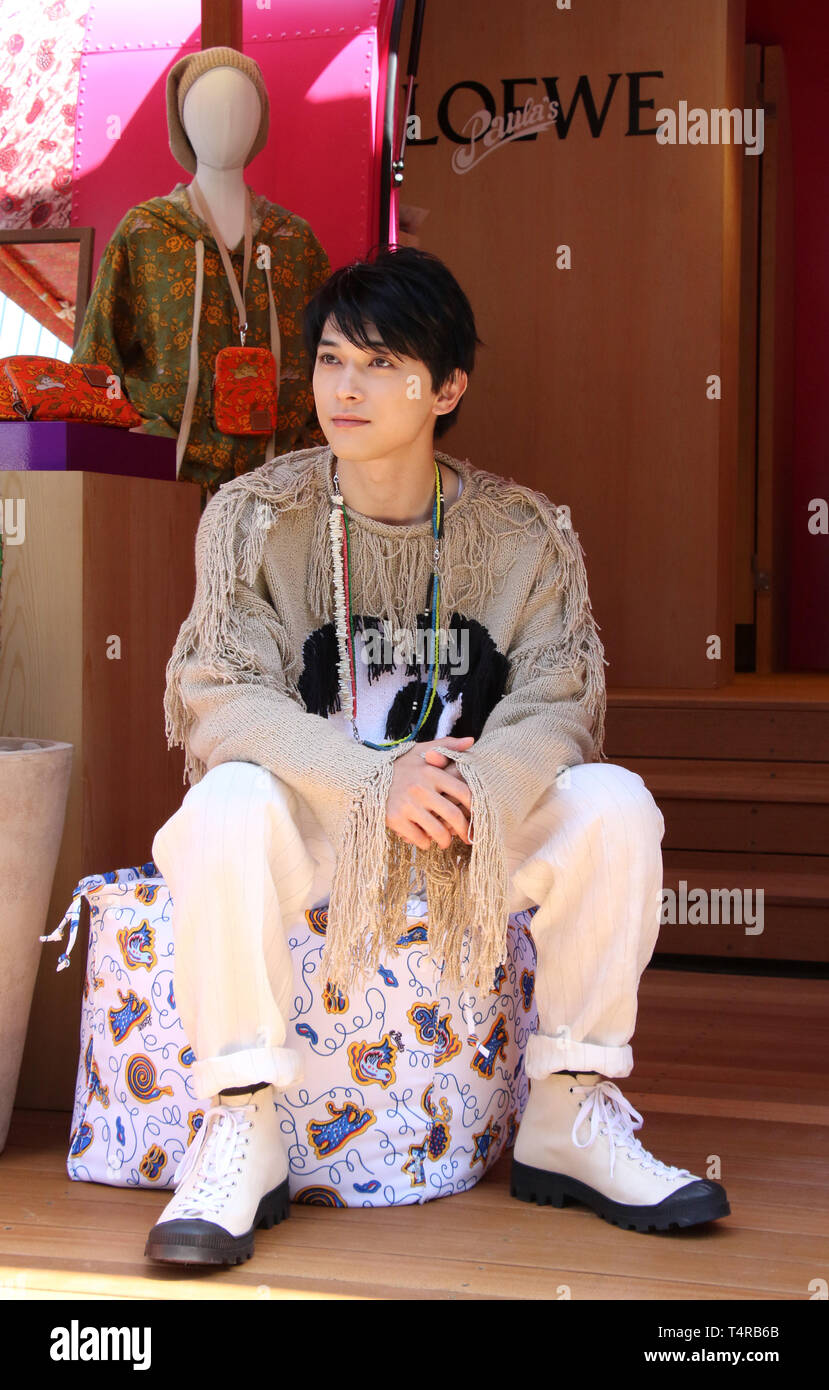 """Tokyo, Japan. 18th Apr, 2019. Japanese actor Ryo Yoshizawa visits a pop-up store of Spanish high fashion Loewe's resort collection """"Paul's Ibiza"""" at Tokyo's Sony Park on Thursday, April 18, 2019. The pop-up store opens through April 25 in Tokyo, then it will travel seven cities across Japan. Credit: Yoshio Tsunoda/AFLO/Alamy Live News Stock Photo"""
