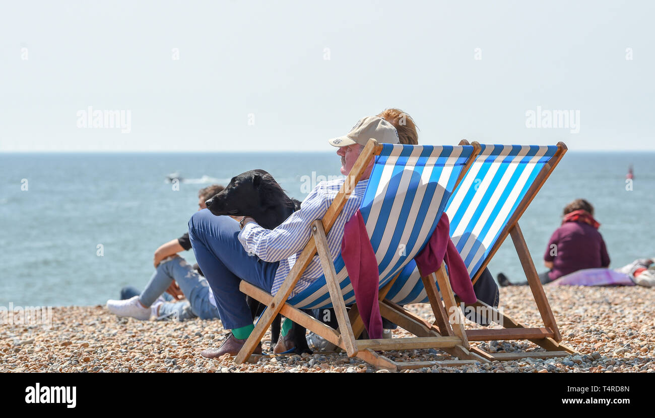 Brighton, UK. 18th Apr, 2019. Brighton beach and seafront are packed as visitors start to enjoy the hot sunny weather with it forecast to continue over the Easter weekend with temperatures expected to reach over twenty degrees in some parts of the South East Credit: Simon Dack/Alamy Live News Stock Photo