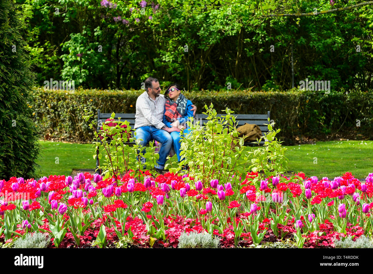 London, UK  18th Apr, 2019  UK Weather: A couple sits on a