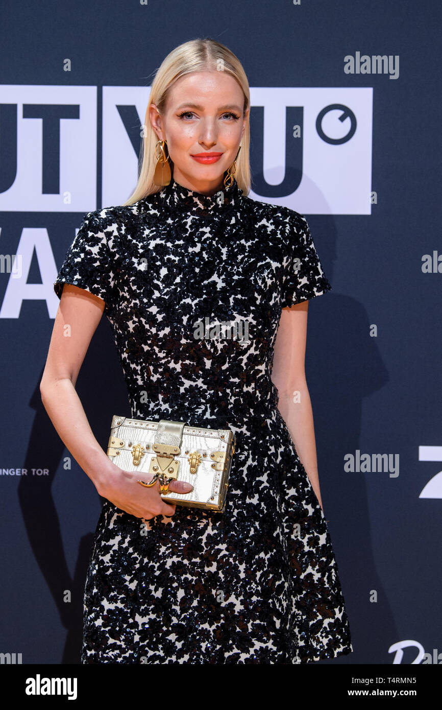 18 April 2019, Bavaria, Grünwald: Leonie Hanne, influencer (@leniehanne), comes to the presentation of the 'About you' awards to the social media personalities of the year in the Bavaria film city. Photo: Matthias Balk/dpa - Stock Image