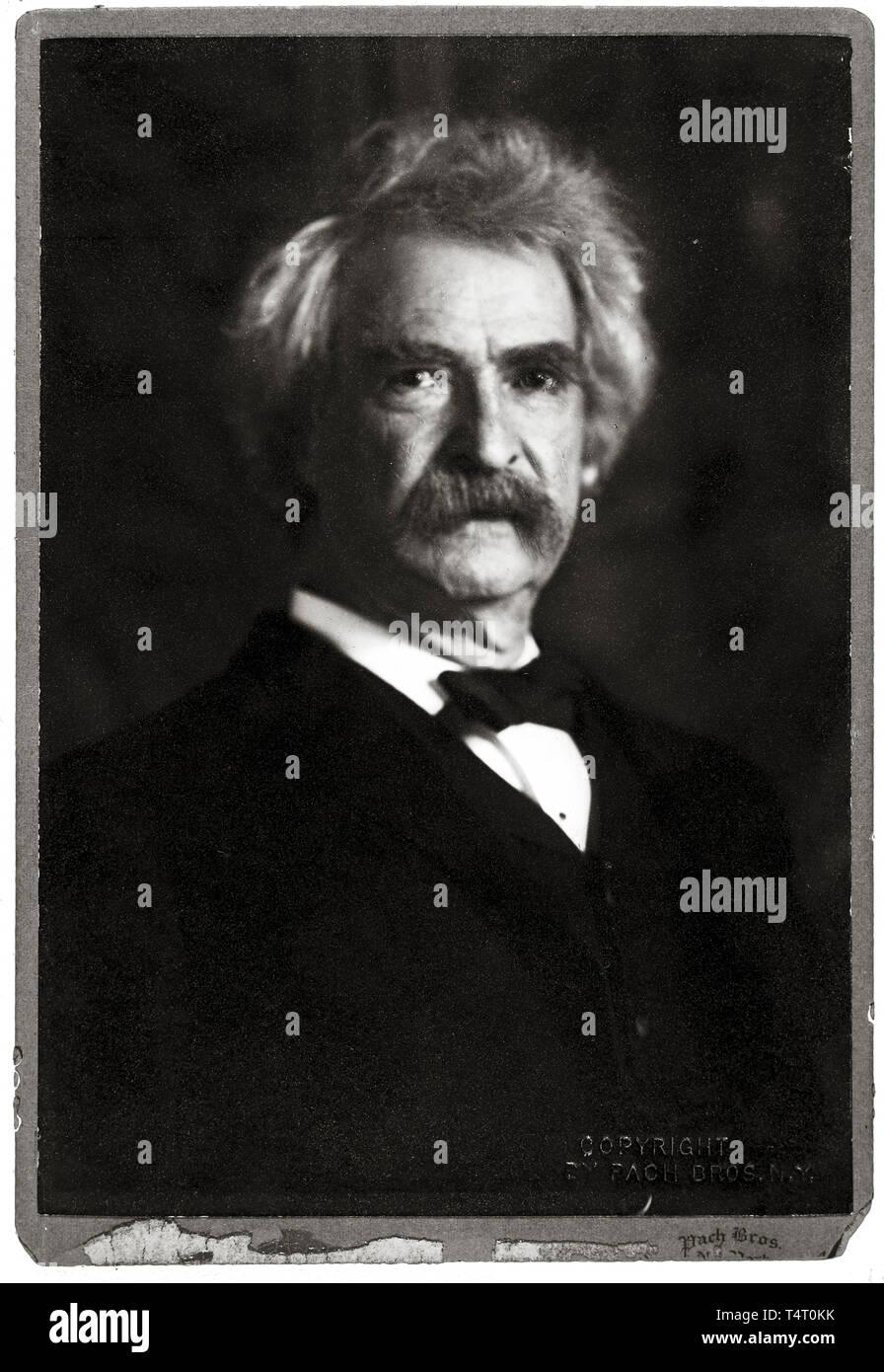 Mark Twain (1835-1910), portrait photograph, 1906, Pach Bros, NY Stock Photo