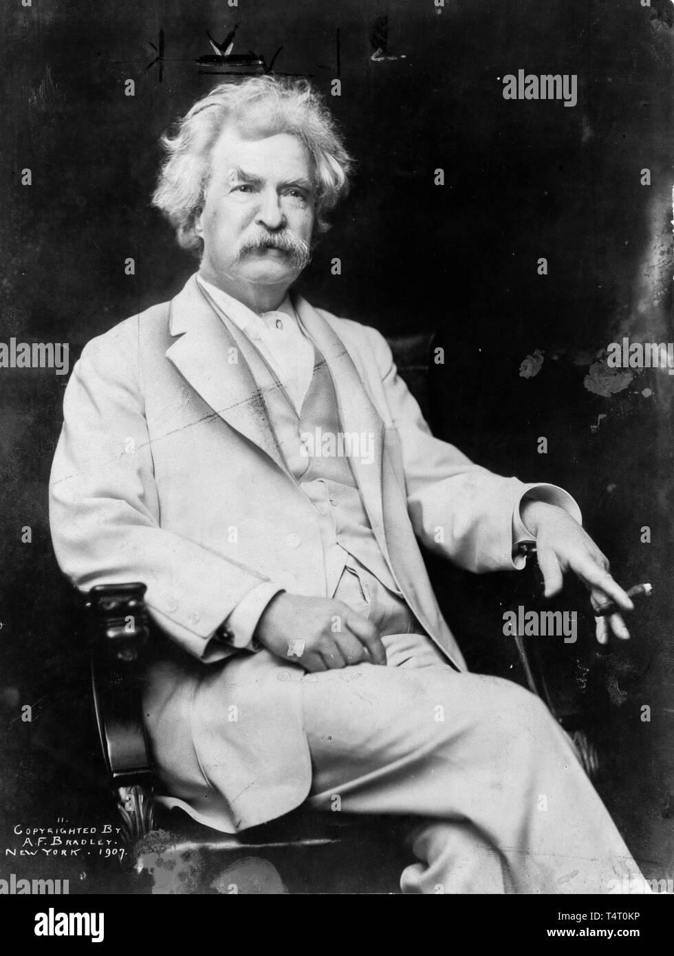 Mark Twain (1835-1910), portrait photograph by A.F. Bradley, 1907 Stock Photo