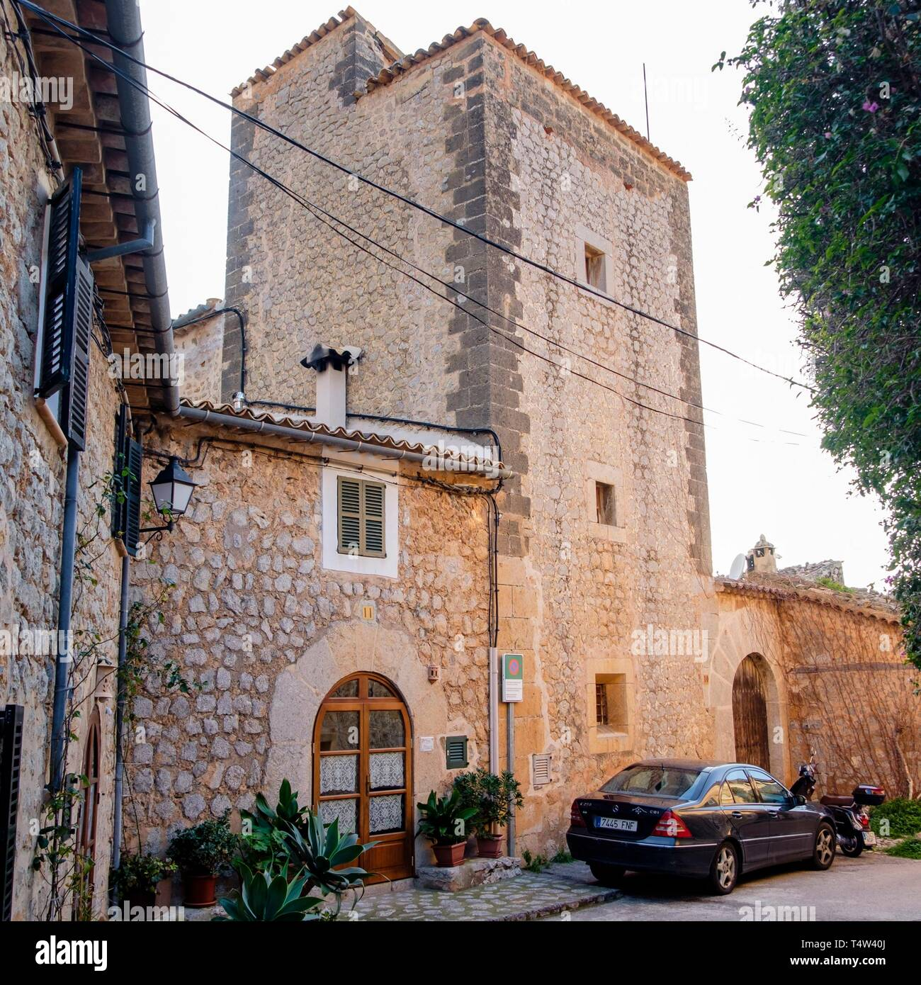 casa fortificada de Can Apol·loni, Llucalcari, Deià, comarca de la Sierra de Tramontana, Mallorca, balearic islands, Spain. - Stock Image