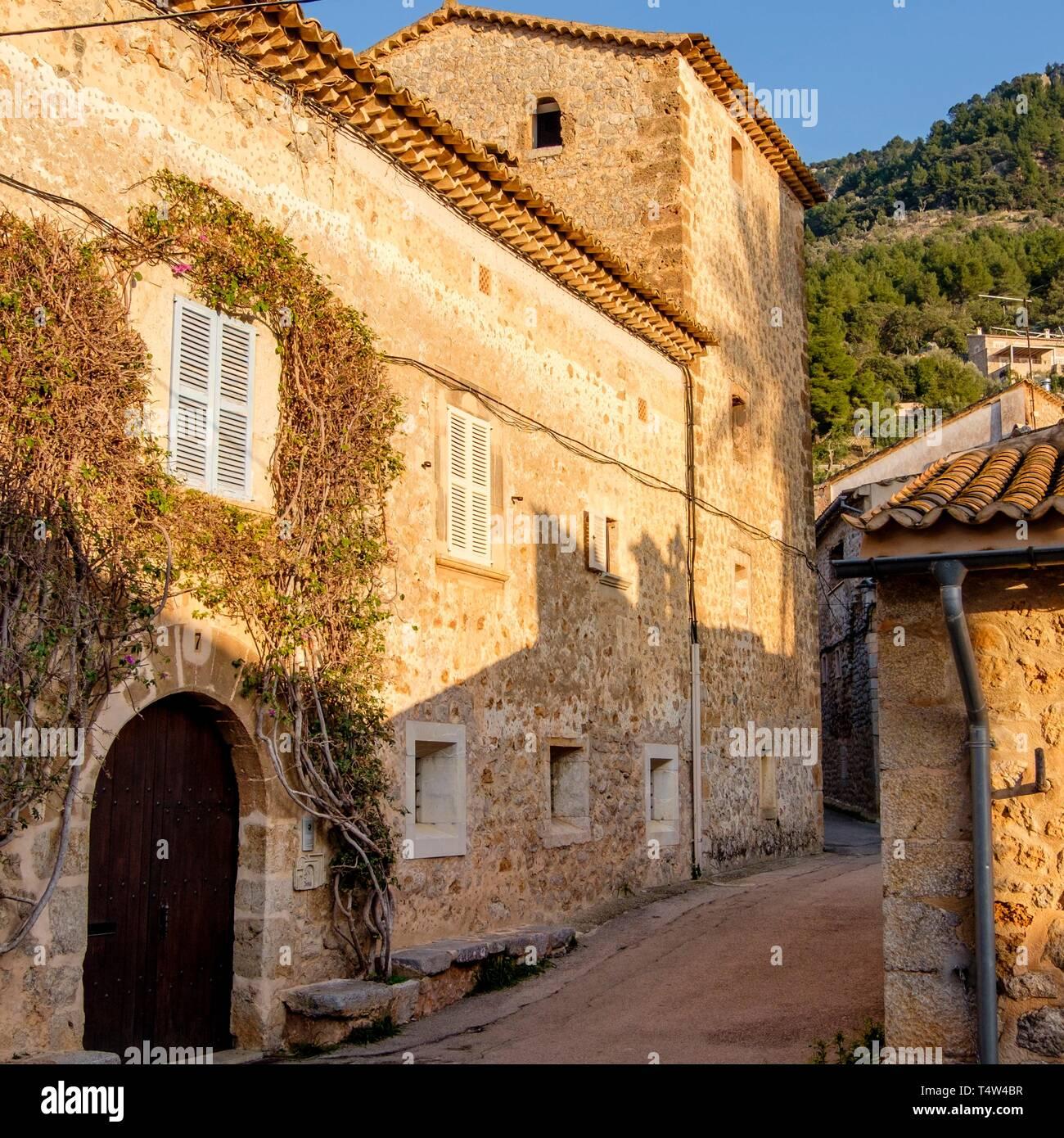 casa fortificada de Can Simó , Llucalcari, Deià, comarca de la Sierra de Tramontana, Mallorca, balearic islands, Spain. - Stock Image