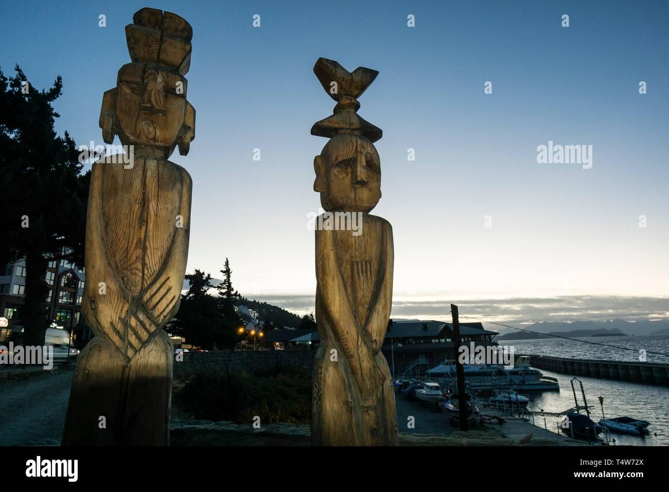 Chemamules los hombres de madera, obra de Bernardo Oyarzún, San Carlos de Bariloche .provincia de Río Negro, republica Argentina,Patagonia, cono sur, South America. - Stock Image