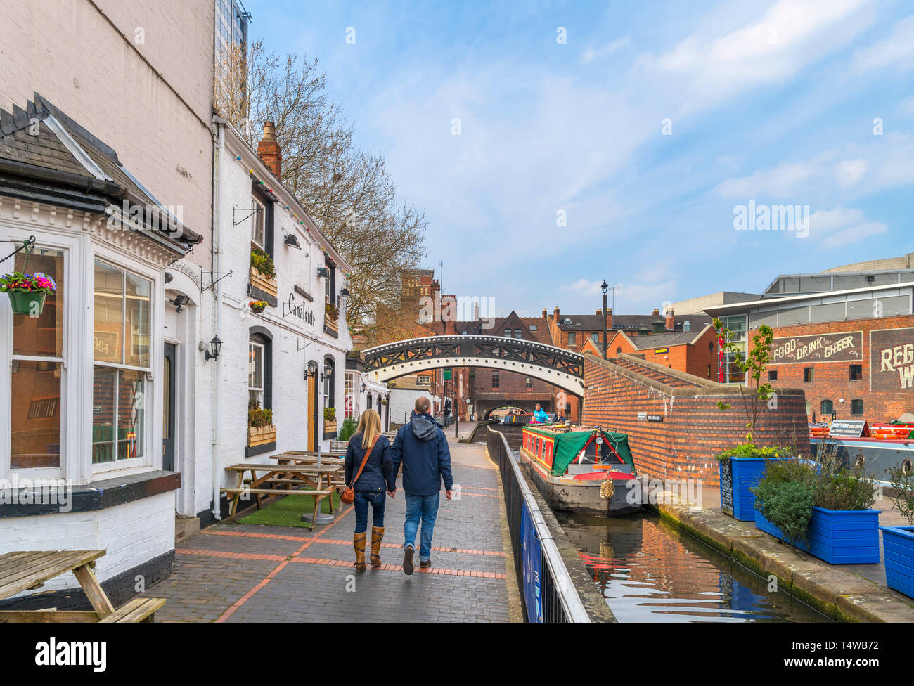Narrowboat by the Canalside Bar on the canal at Gas Street Basin, Birmingham, West Midlands, England, UK - Stock Image
