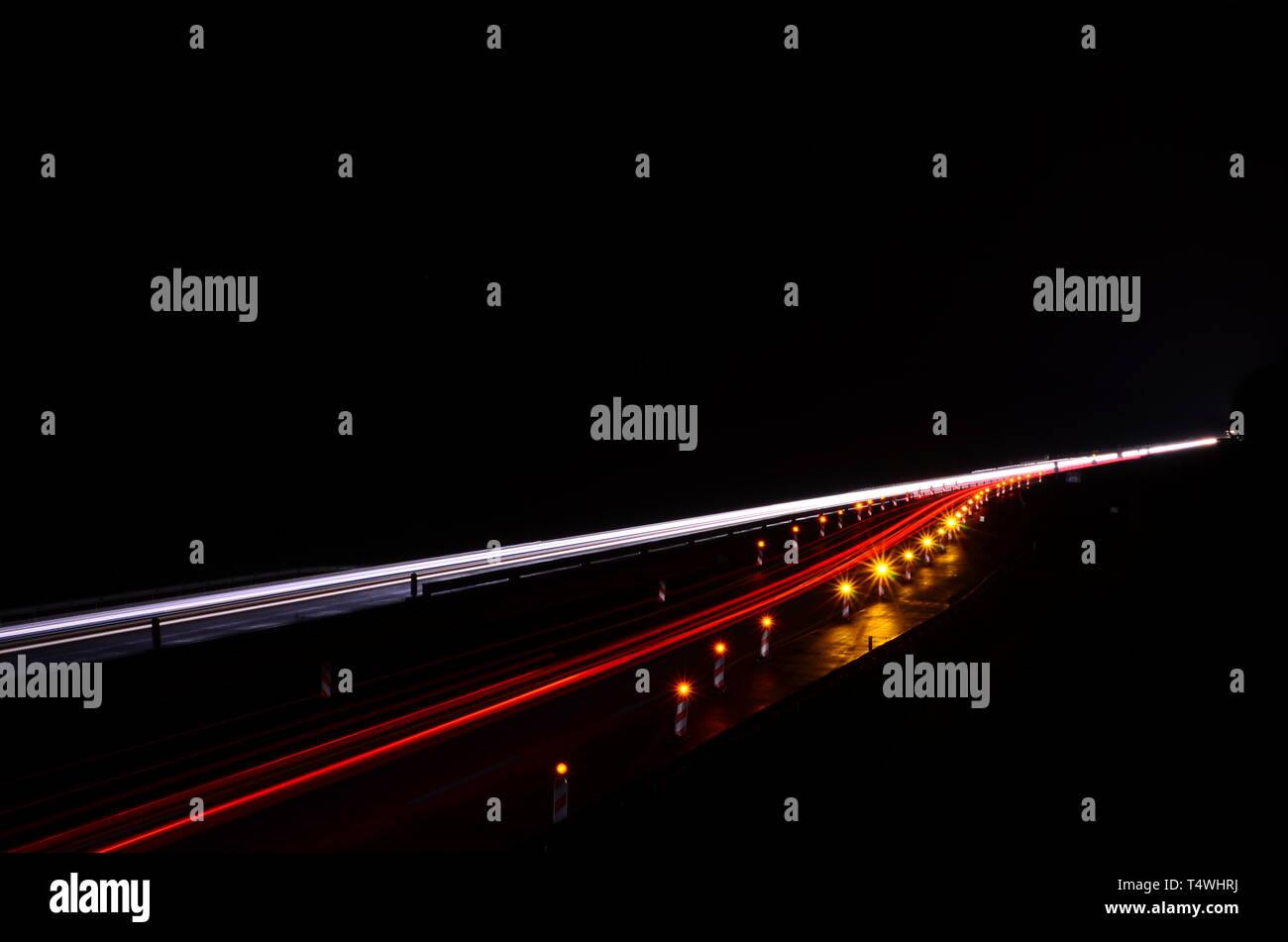 Autobahn bei Nacht - Stock Image