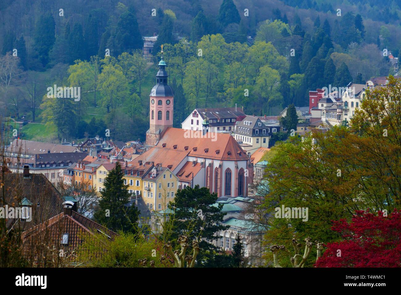 Blick über das Wasserparadies, zur Altstadt mit Stiftskirche in Baden-Baden Stock Photo