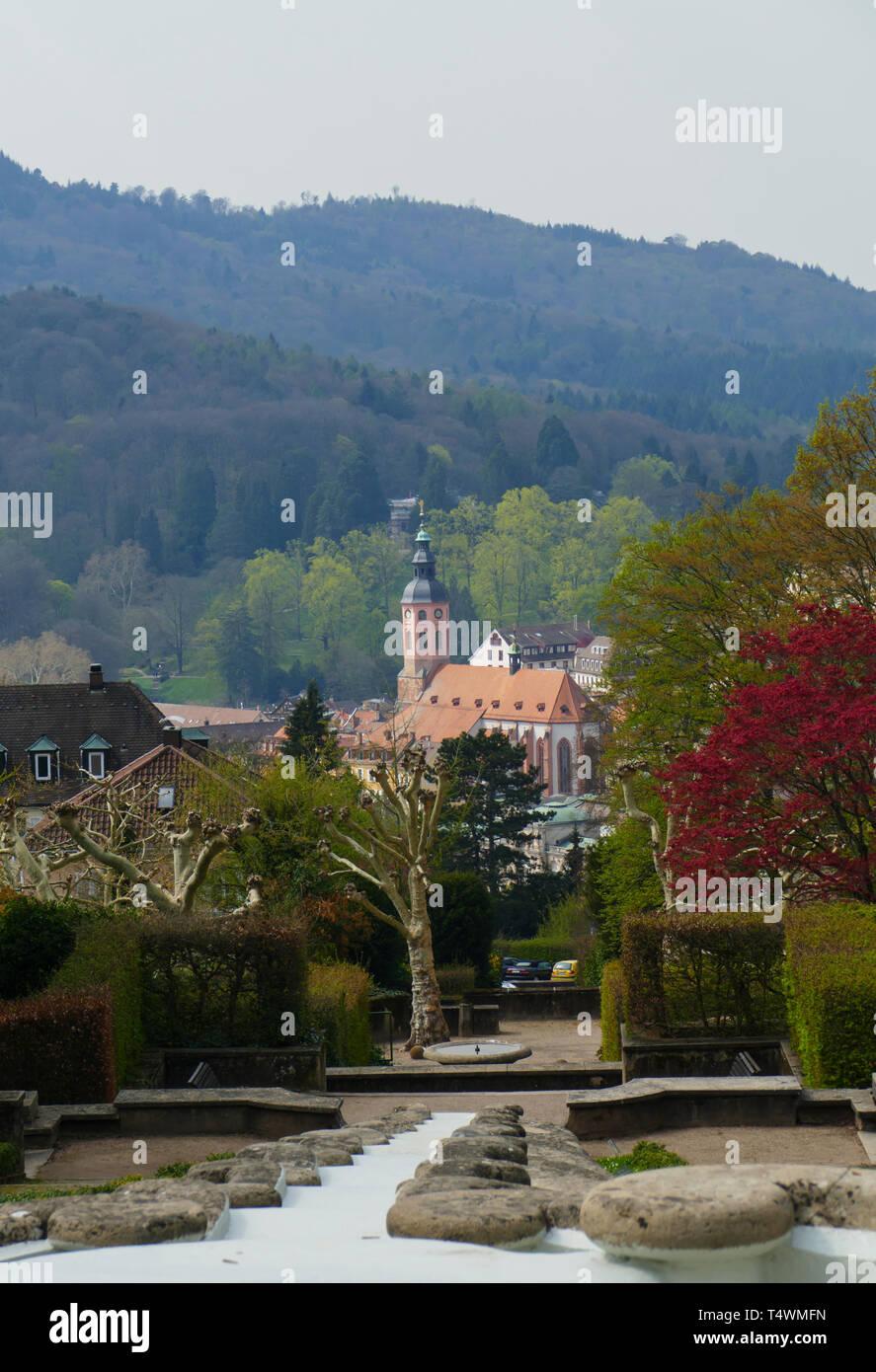 Blick über das Wasserparadies, zur Altstadt mit Stiftskirche in Baden-Baden - Stock Image