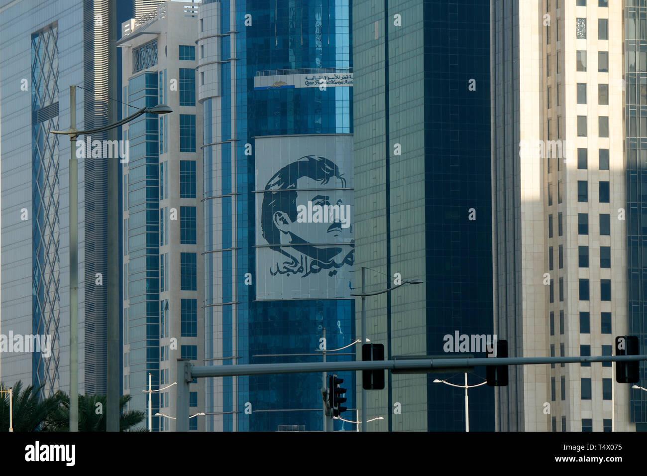 Impressionen: Portrait des Herrschers Sheik Tamim bin Hamad Al Thani an Wolkenkratzer, Doha, Katar/ Qatar. - Stock Image