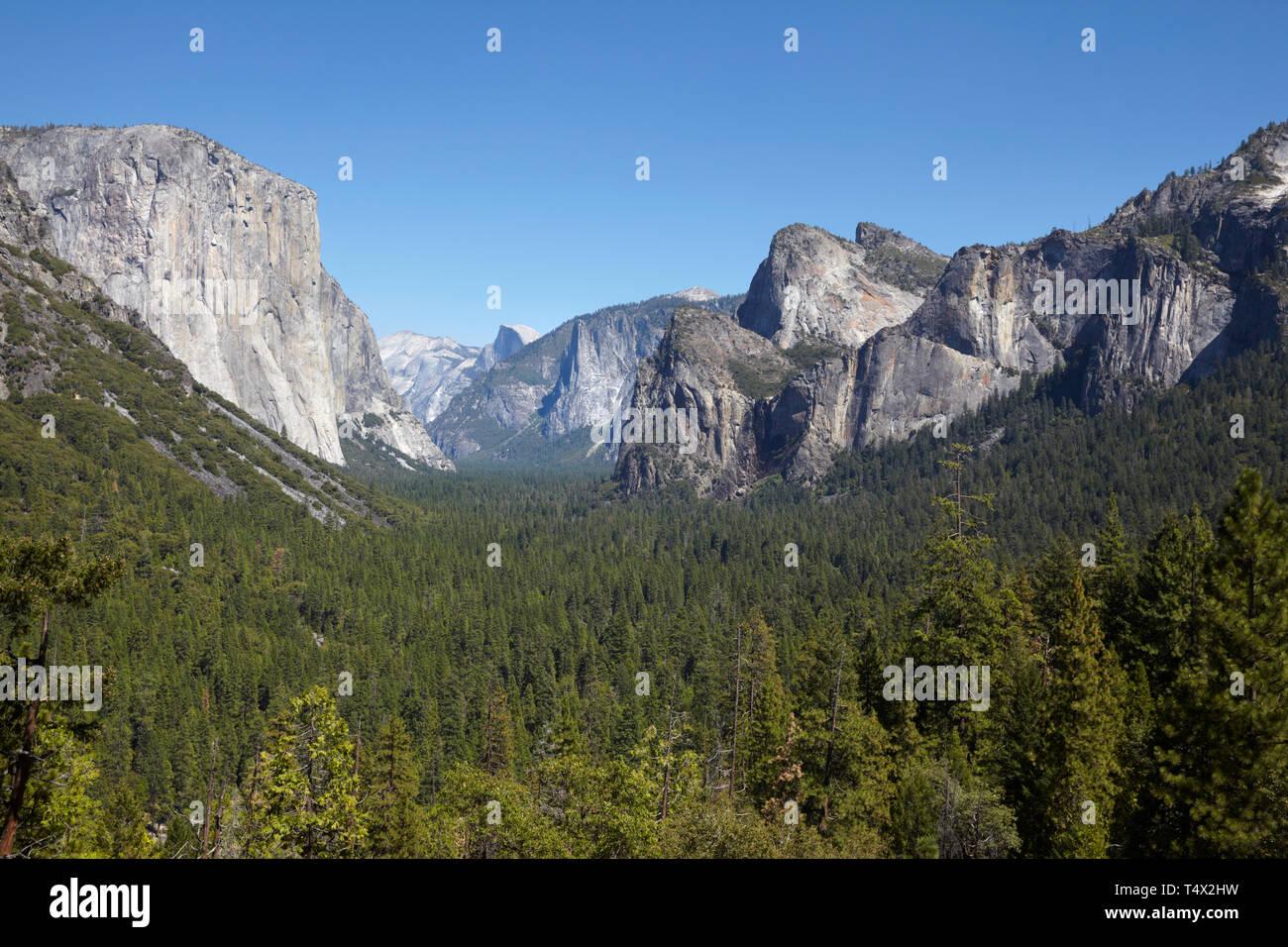 Yosemitie Valley, Half Dome and El Capitan from Tunnel View, Yosemiti National Park, California. Stock Photo