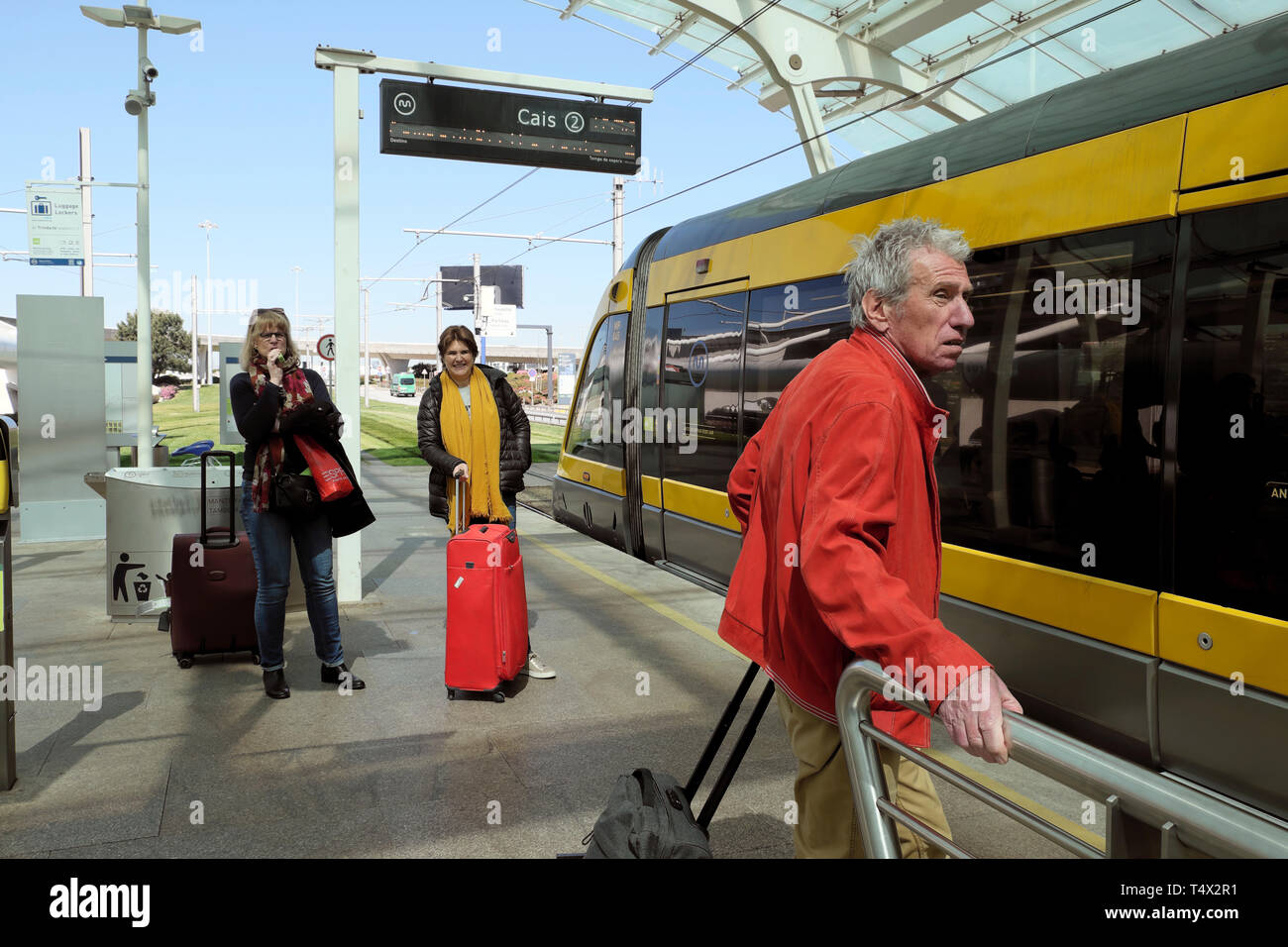 Passengers with luggage waiting on train platform at Francisco Sa Carneiro airport for the Metro to travel to centre of Porto Portugal  KATHY DEWITT - Stock Image