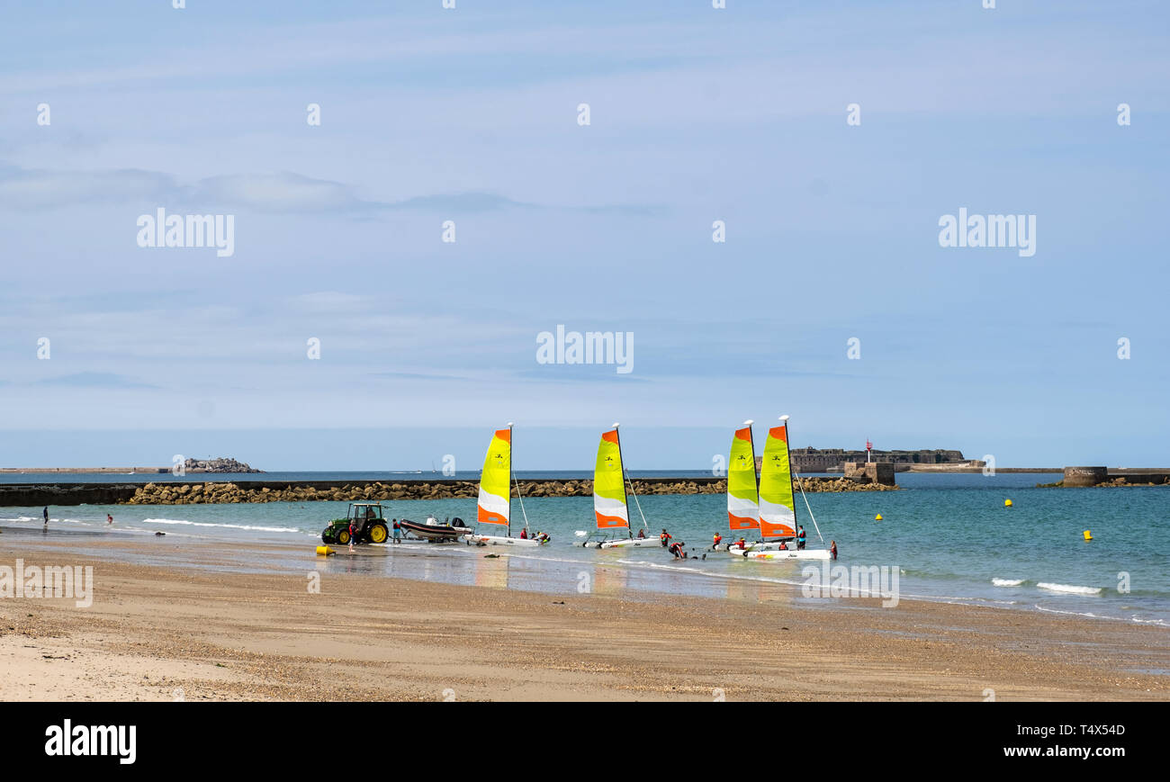 Cherbourg-Octeville, France - August 28, 2018: A teenagers with instructors are preparing to sail on a sailing catamaran on the beach in Cherbourg - Stock Image
