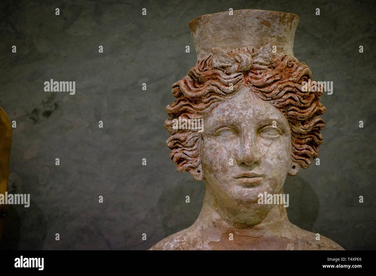 Tanit, busto femenino importado de Sicília, 400-300 a.C, Museo arqueológico de Ibiza y Formentera, Patrimonio de la Humanidad «Ibiza, biodiversidad y cultura», Ibiza, balearic islands, Spain. - Stock Image