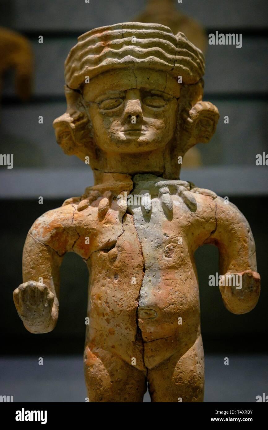 figura femenina desnuda con pendientes en forma de cabezas, 450-350 a.C, Museo arqueológico de Ibiza y Formentera, Patrimonio de la Humanidad «Ibiza, biodiversidad y cultura», Ibiza, balearic islands, Spain. - Stock Image