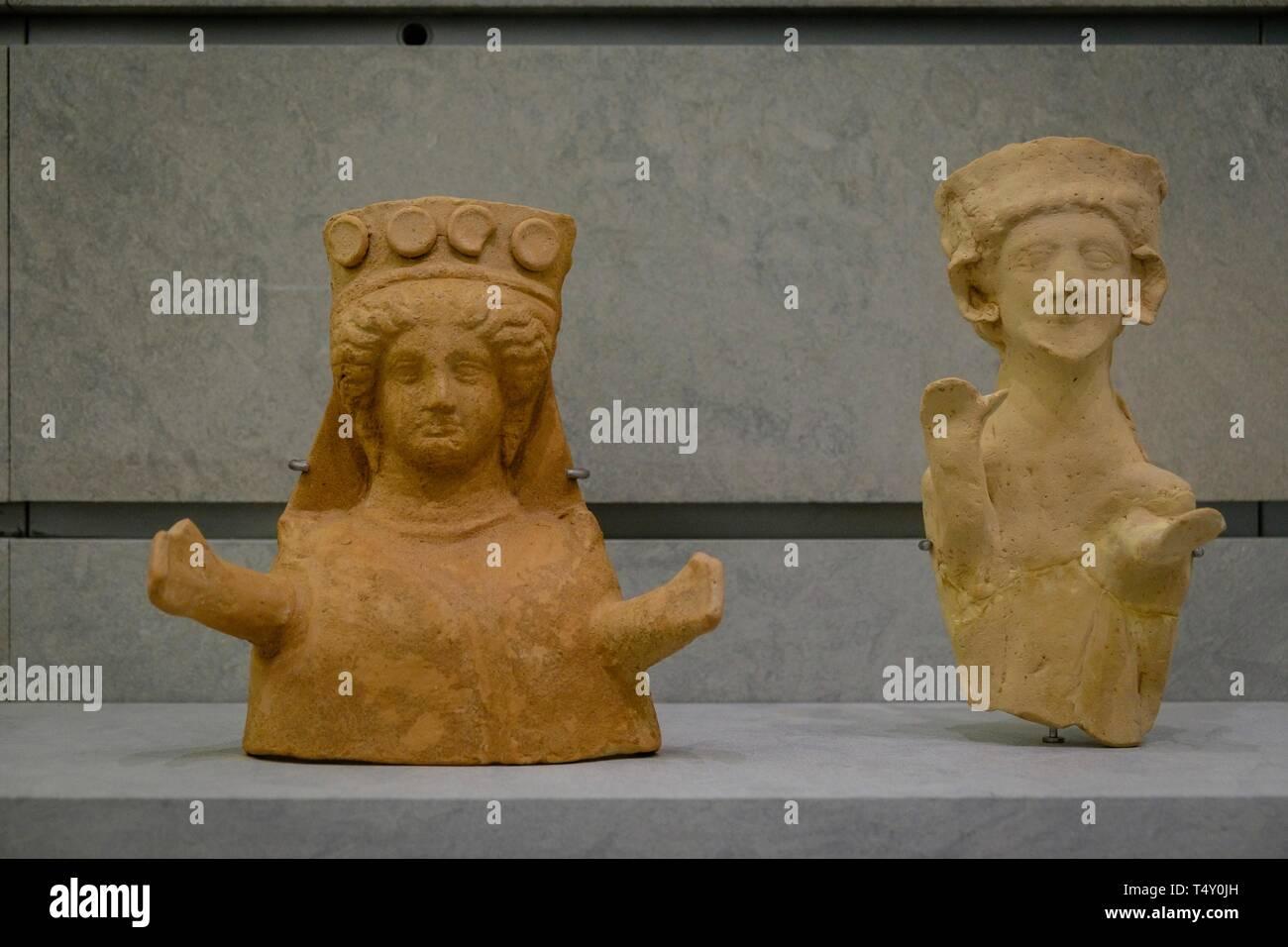 busto femenino y figura masculina, 450-425 antes de Cristo, Museo arqueológico de Ibiza y Formentera, Patrimonio de la Humanidad «Ibiza, biodiversidad y cultura», Ibiza, balearic islands, Spain. - Stock Image