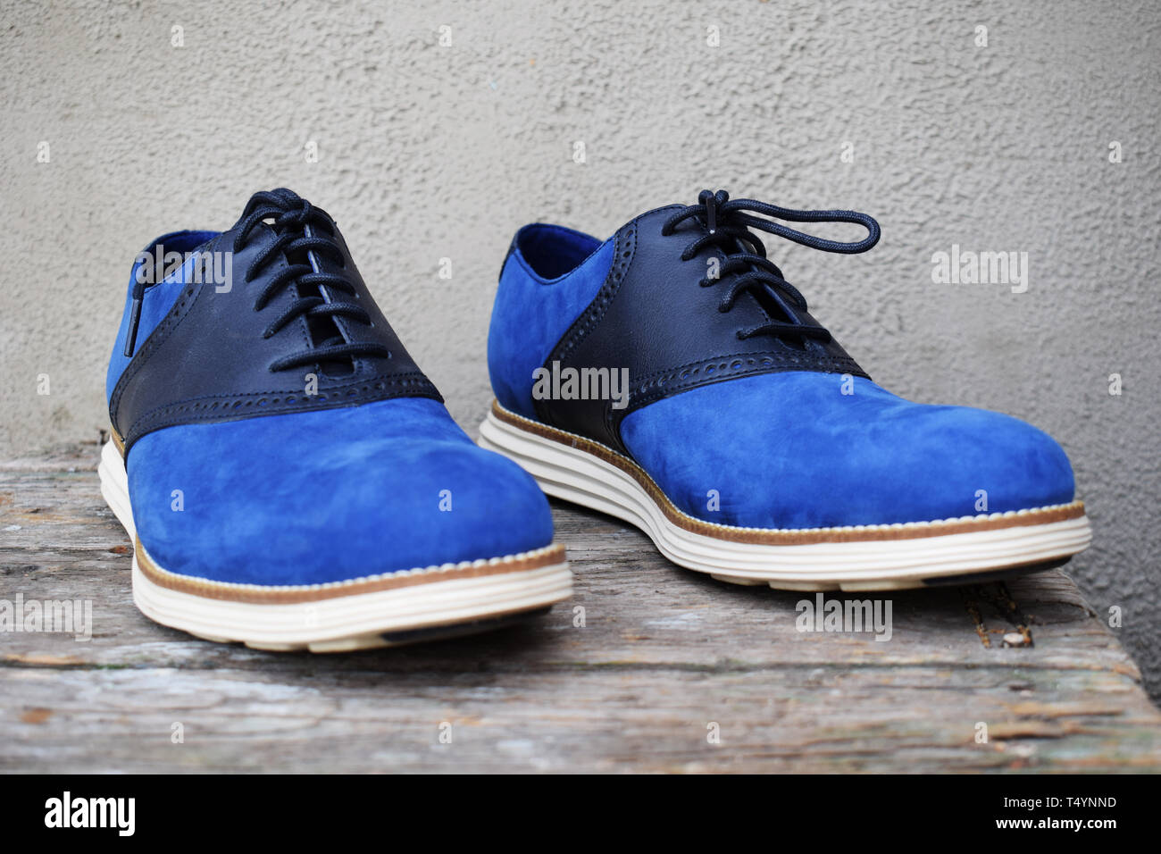 Dark blue sneakers with a white sole on