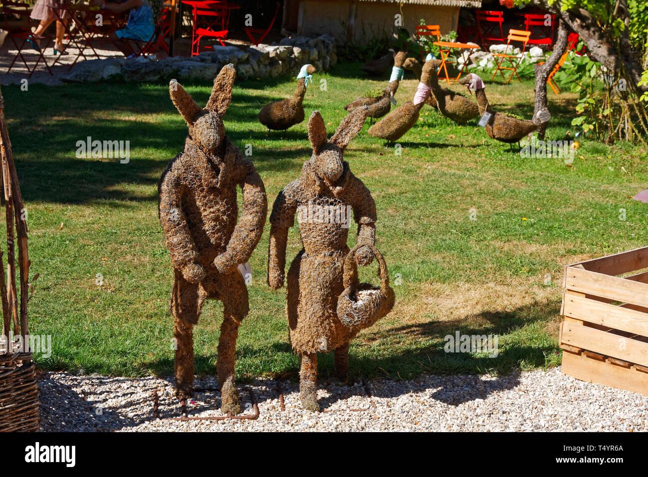 Wire Rabbit Stock Photos & Wire Rabbit Stock Images - Alamy