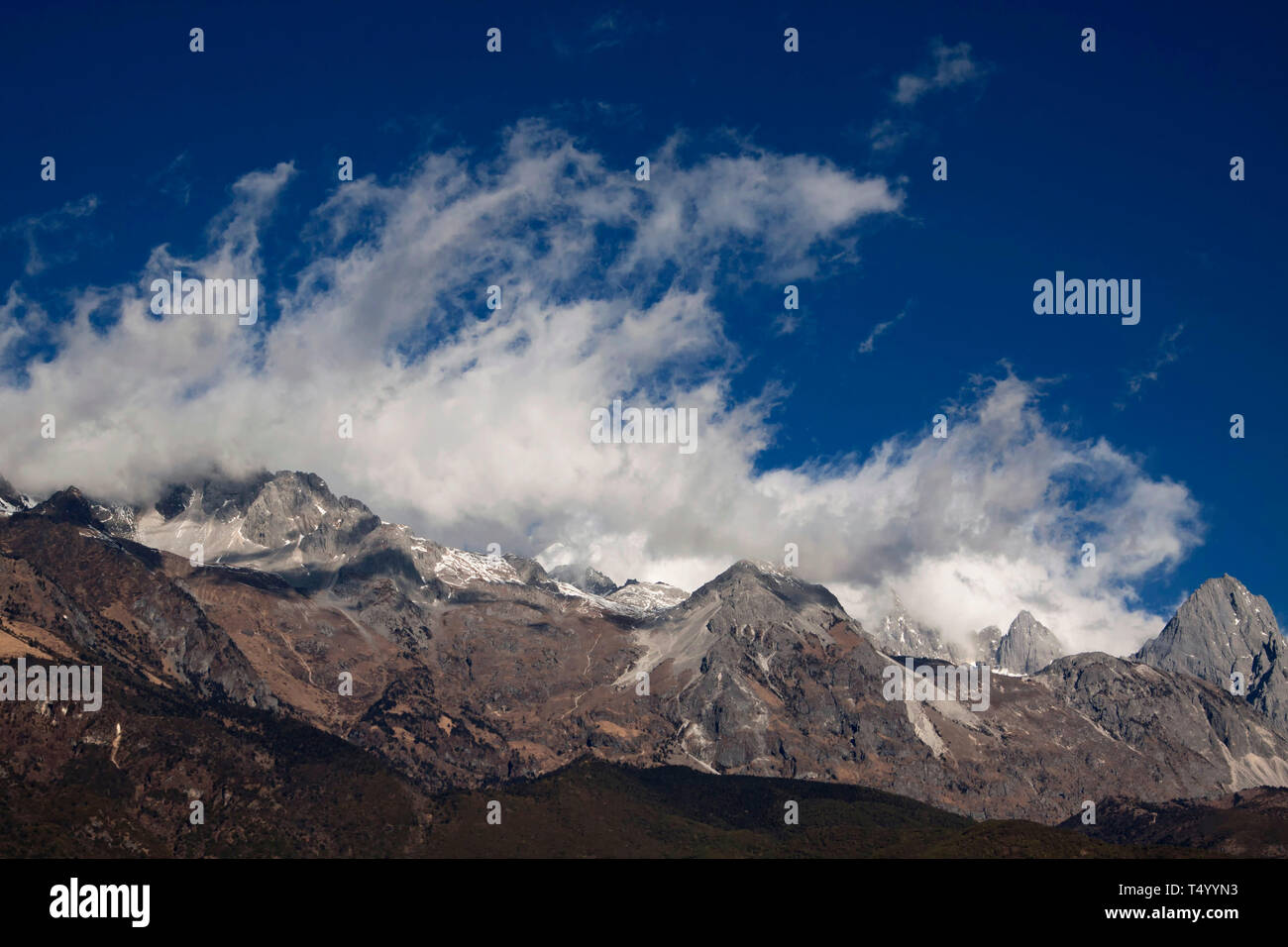 Yulong Xueshan, Jade Dragon Snow Mountains is a mountain range near Lijiang in the northwest of Yunnan Province in the People's Republic of China Stock Photo