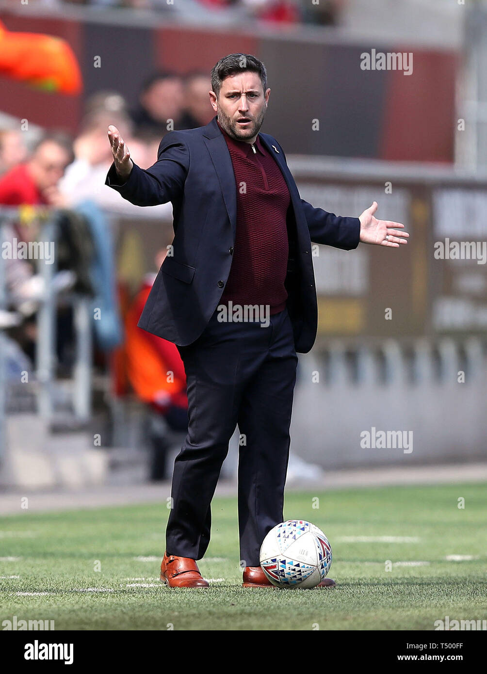 Bristol City manager Lee Johnson gestures on the touchline during the Sky Bet Championship match at Ashton Gate Stadium, Bristol. Stock Photo