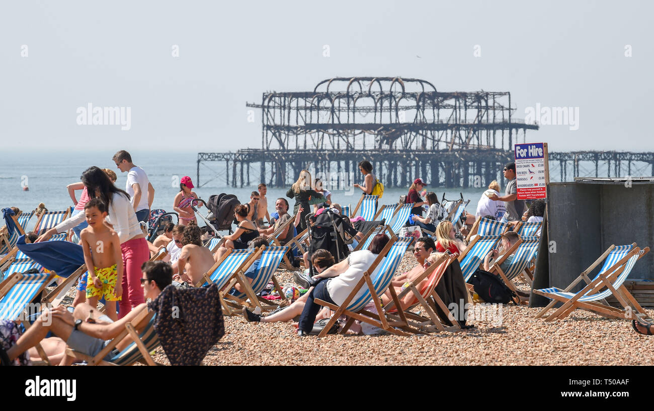 Brighton, UK. 19th Apr, 2019. Brighton beach is packed as Good Friday visitors enjoy the sizzling sunny weather as temperatures reach the mid twenties along the South Coast Credit: Simon Dack/Alamy Live News Stock Photo