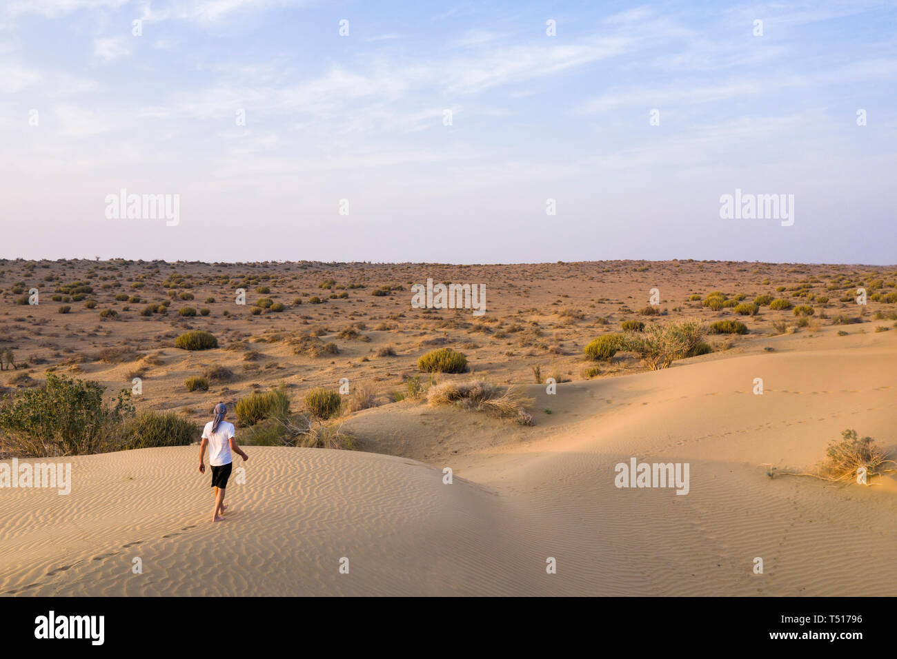 India, Rajasthan, Jaisalmer, Khuri Desert (MR) - Stock Image