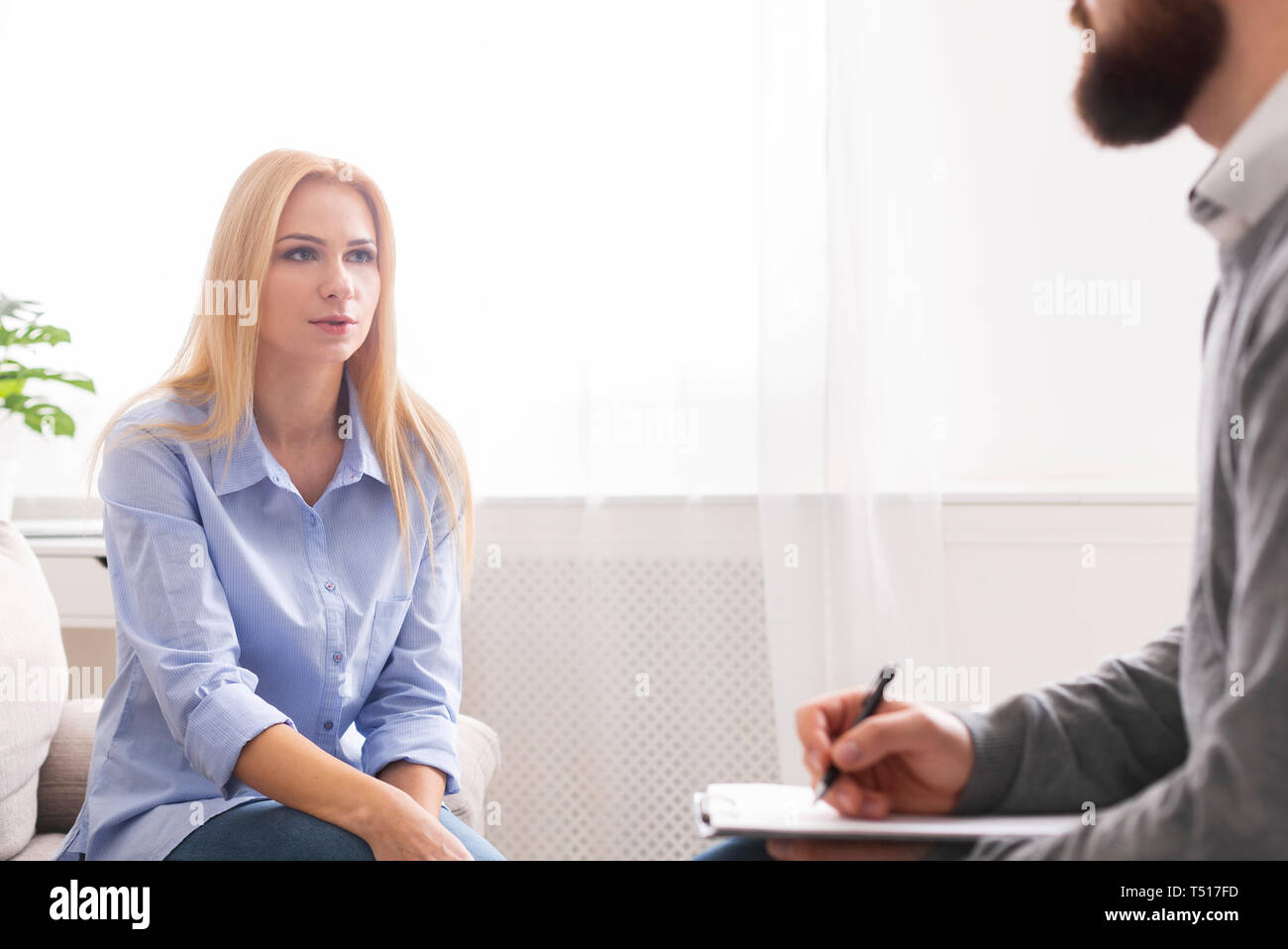 Motivational speaker encouraging client to do personal challenges - Stock Image