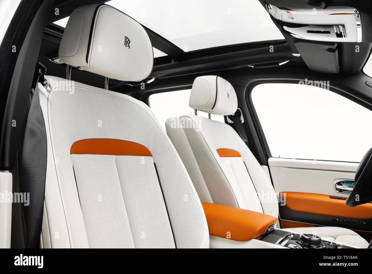 2019 Rolls Royce Cullinan Stock Photo Alamy