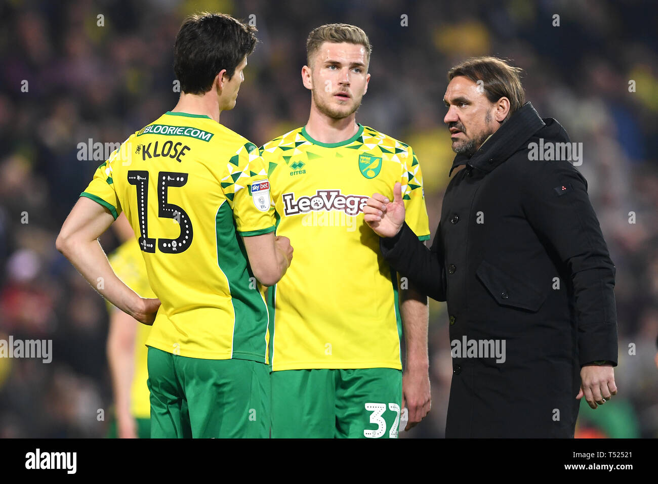 Norwich City manager Daniel Farke (right) celebrates with players Timm Klose (left) and Maximillian Aarons after the final whistle during the Sky Bet Championship match at Carrow Road, Norwich. Stock Photo