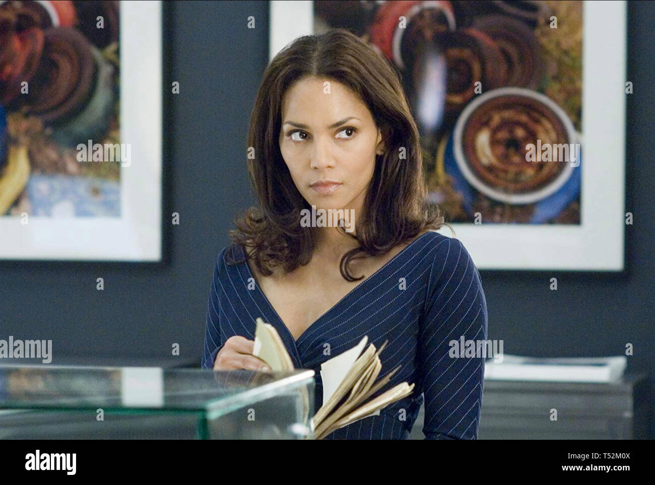 PERFECT STRANGER 2007 Revolution Studios film with Halle Berry - Stock Image
