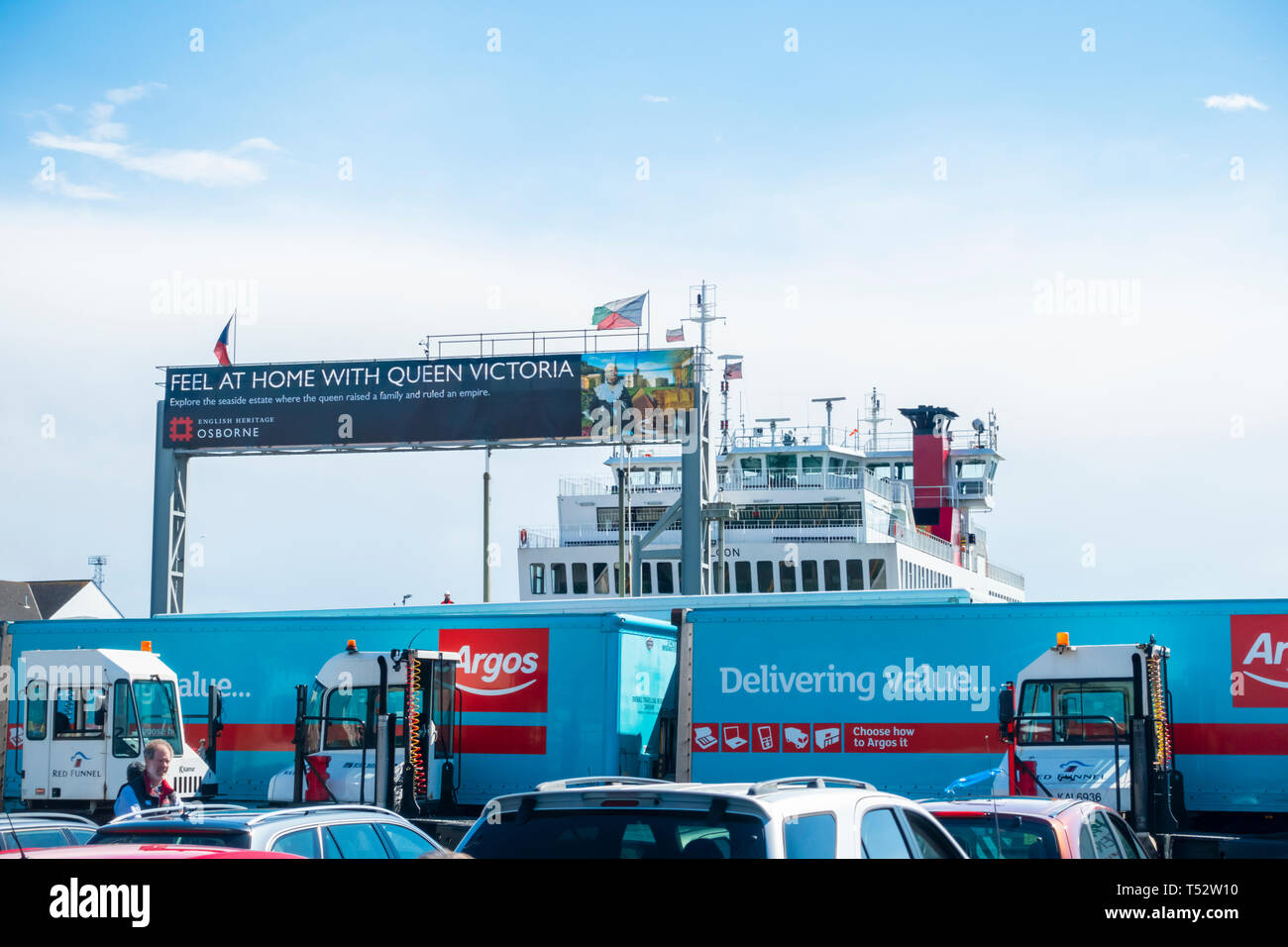 Lorries and cars waiting to board a ferry from Southampton to the Isle of Wight, hampshire, UK - Stock Image