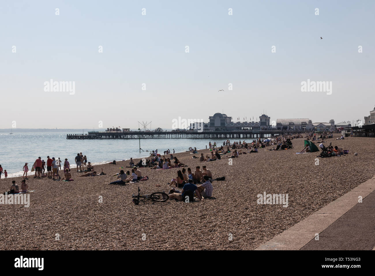 crowds enjoying the easter bank holiday sunshine at southsea beach, Portsmouth - Stock Image