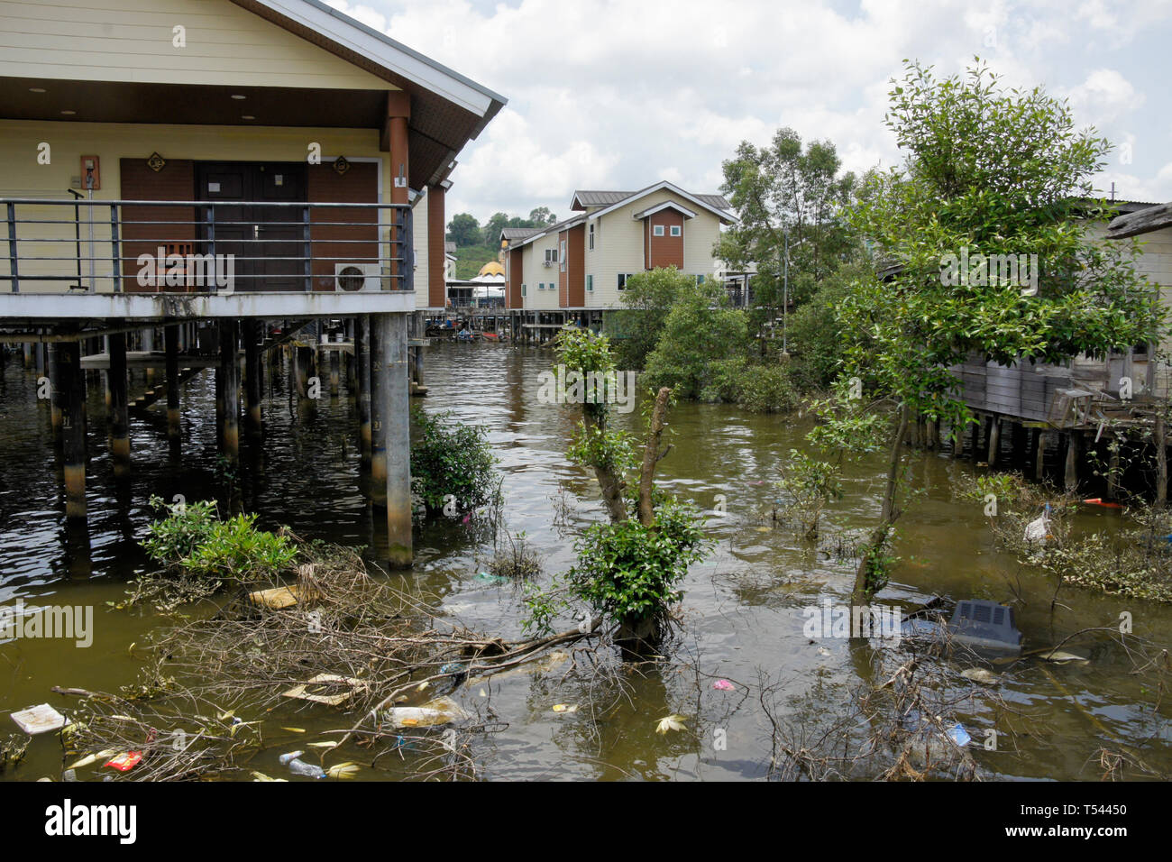 Kampong (Kampung) Ayer water village on Brunei River, Bandar Seri Begawan, Sultanate of Brunei - Stock Image
