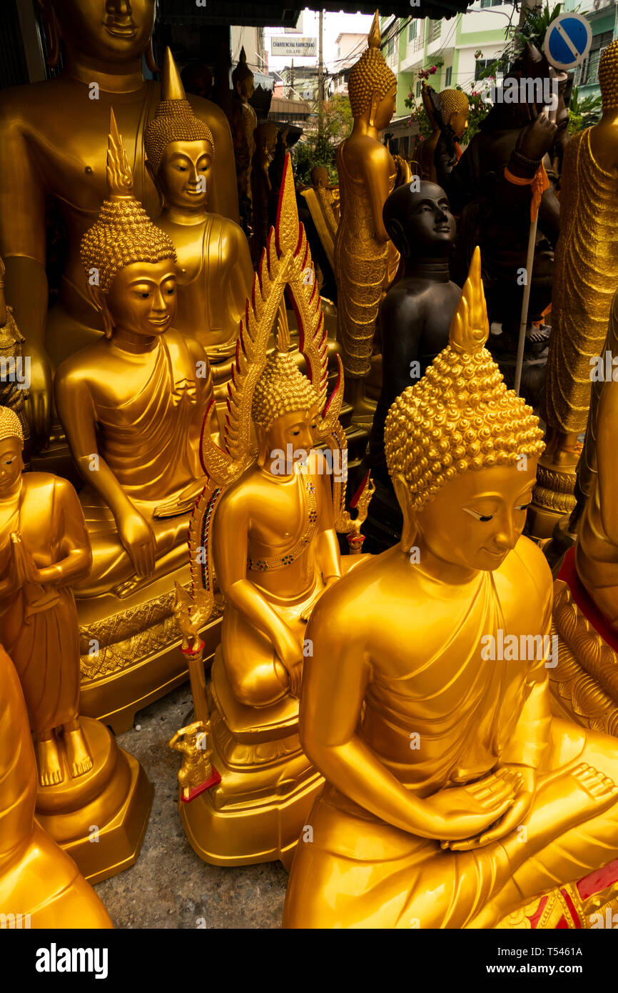 Thailand, Bangkok, Thanon Bamrung Mueang, Soi Mahannop2, golden Buddhas on display outside Buddhist Supplies Shop Stock Photo