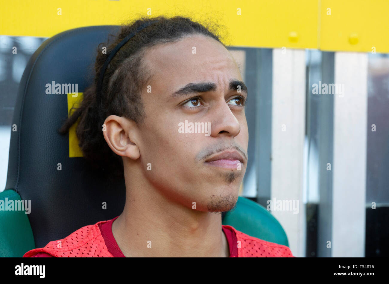 sports, football, Bundesliga, 2018/2019, Borussia Moenchengladbach vs RB Leipzig 1-2, Stadium Borussia Park, players bench, Yussuf Poulsen (RBL), DFL REGULATIONS PROHIBIT ANY USE OF PHOTOGRAPHS AS IMAGE SEQUENCES AND/OR QUASI-VIDEO - Stock Image
