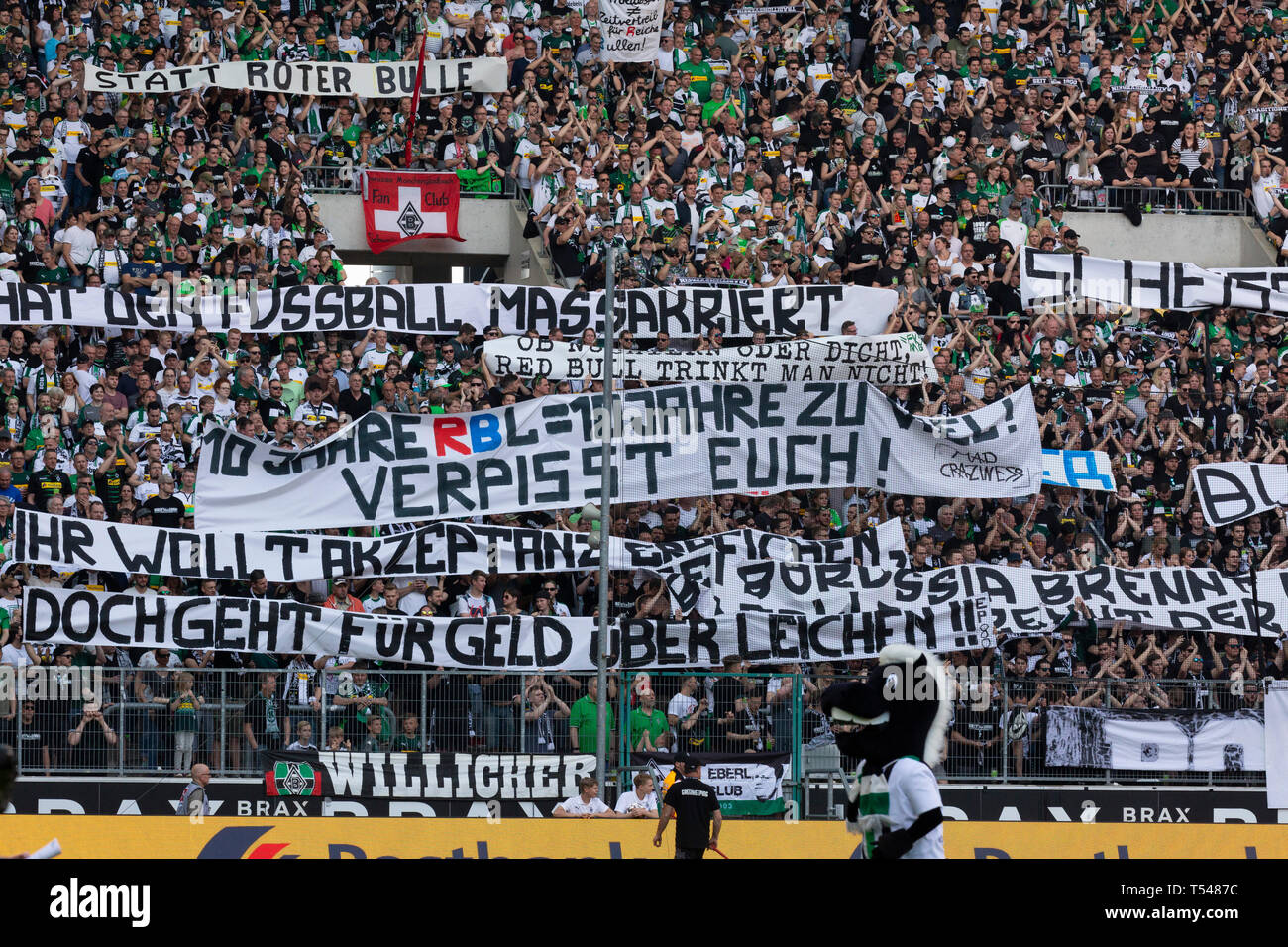 sports, football, Bundesliga, 2018/2019, Borussia Moenchengladbach vs RB Leipzig 1-2, Stadium Borussia Park, Gladbach football fans from the Nordkurve present banners against The Red Bulls of Leipzig, insults, wrongs, indignities, insipidness, disparagements, invective, vituperation, abuses, patters below the belt, DFL REGULATIONS PROHIBIT ANY USE OF PHOTOGRAPHS AS IMAGE SEQUENCES AND/OR QUASI-VIDEO - Stock Image