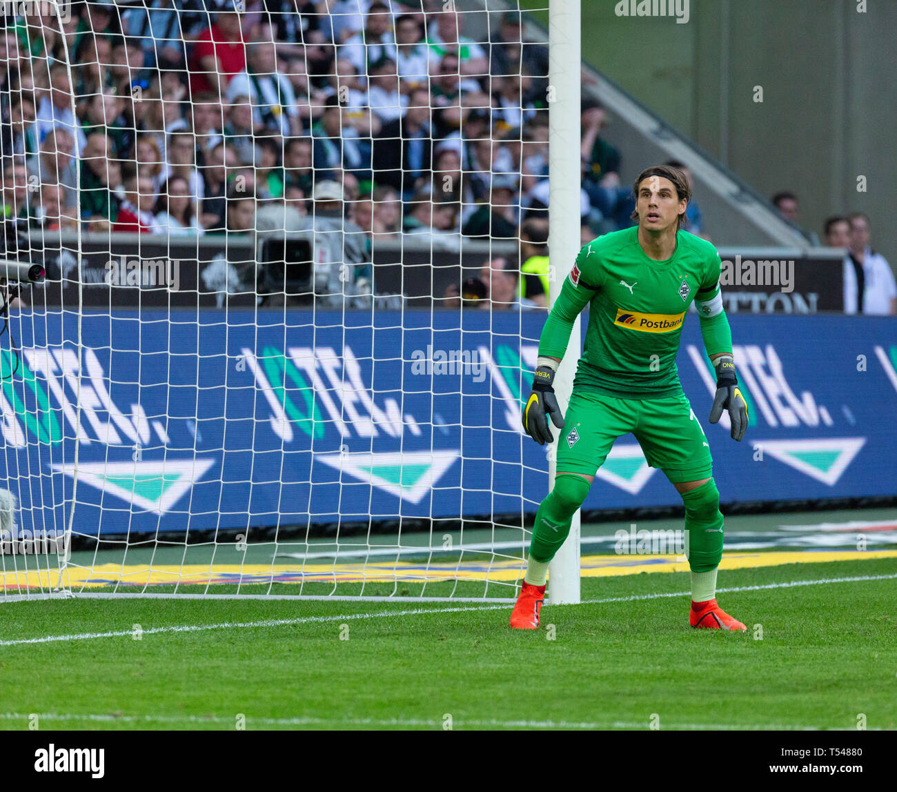 sports, football, Bundesliga, 2018/2019, Borussia Moenchengladbach vs RB Leipzig 1-2, Stadium Borussia Park, scene of the match, keeper Yann Sommer (MG), DFL REGULATIONS PROHIBIT ANY USE OF PHOTOGRAPHS AS IMAGE SEQUENCES AND/OR QUASI-VIDEO - Stock Image