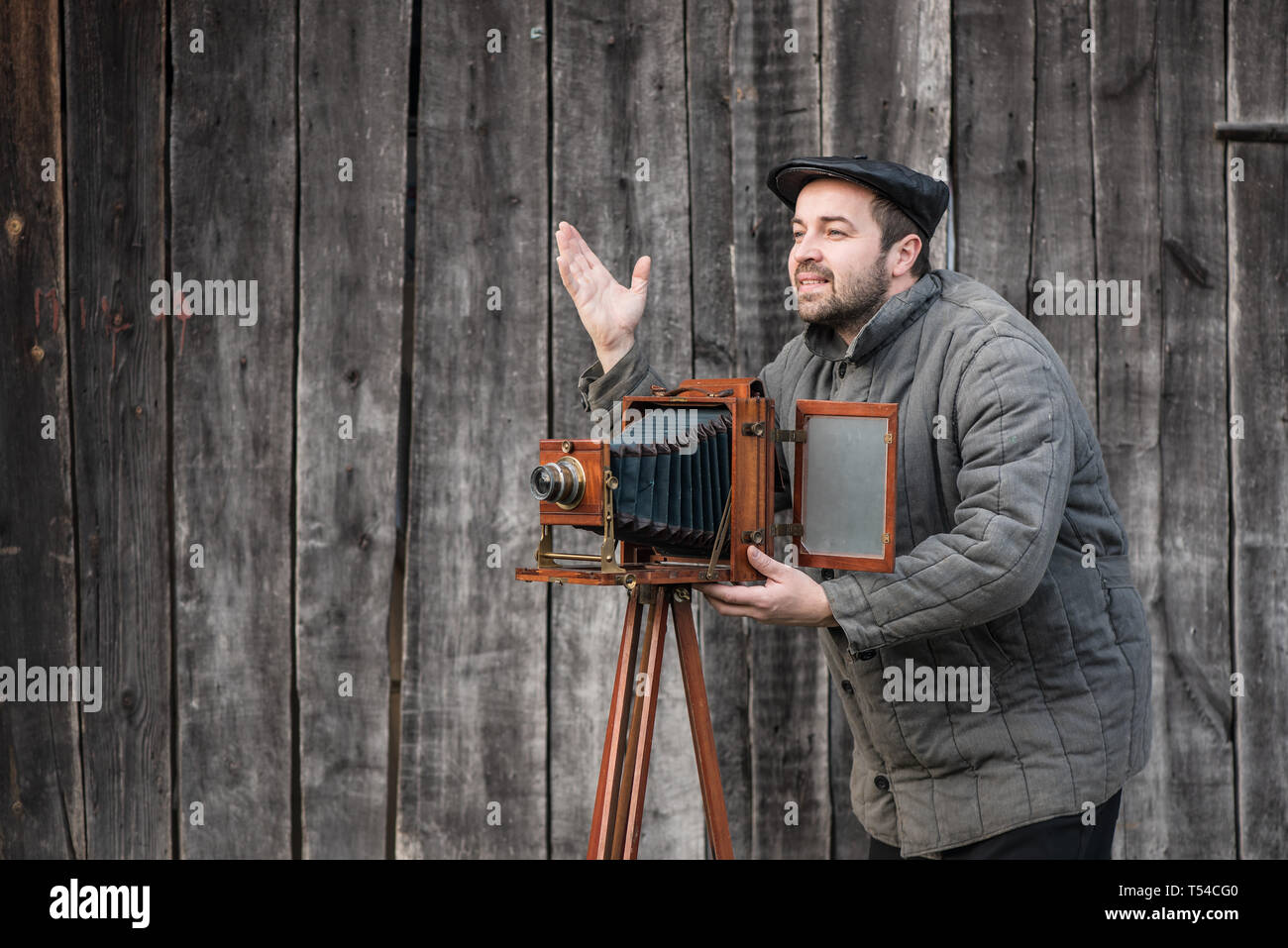 Photographer works with large format camera, retro style. Concept - photography of the 1930s-1950s - Stock Image