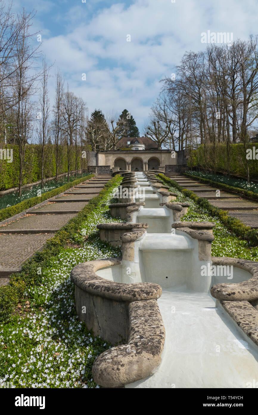 Wasserparadies, öffentlicher Park mit Springbrunnen und kleinen Wasserfällen in Baden-Baden - Stock Image