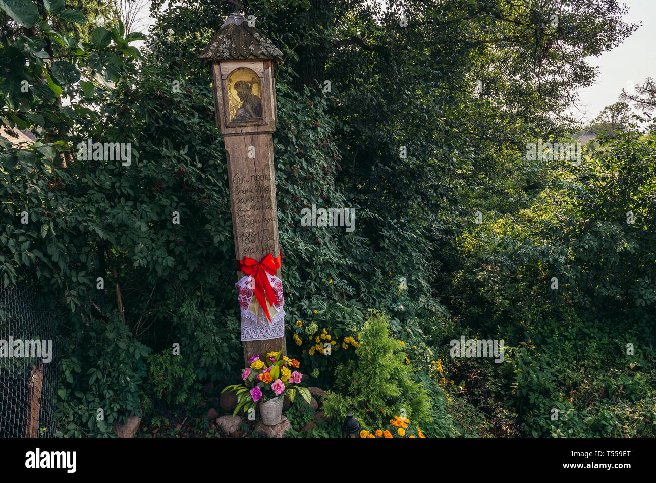 Old shrine in Soce village on so called The Land of Open Shutters trail, famous for traditional architecture in Podlaskie Voivodeship, Poland - Stock Image