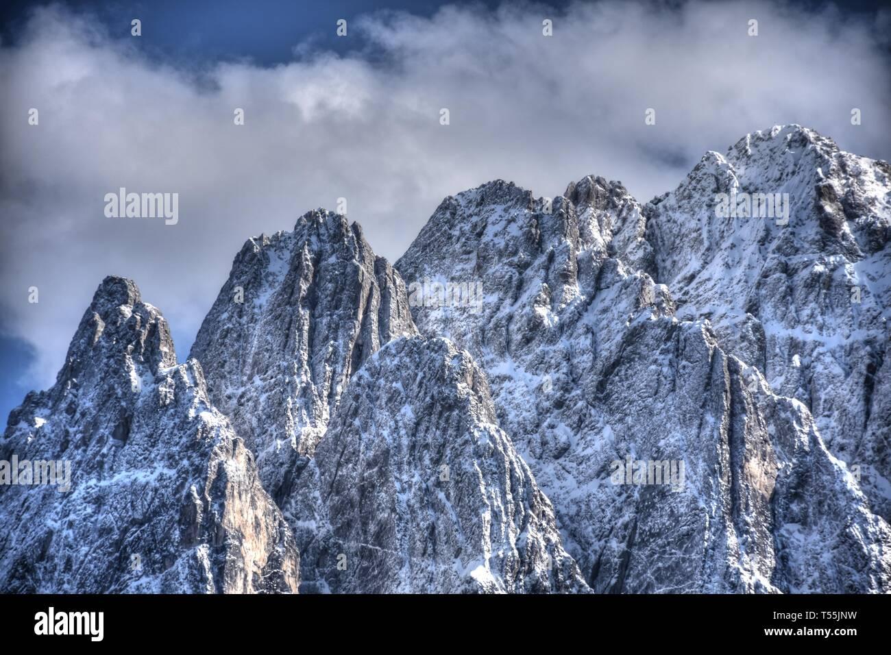 Osttirol, Lienzer Dolomiten, Winter, Frühling, Lienz, Pustertaler Höhenstraße, Steil, Schnee, Wolken, Wolkenstimmung, Fels, schroff, Gipfel, Bannberg, - Stock Image