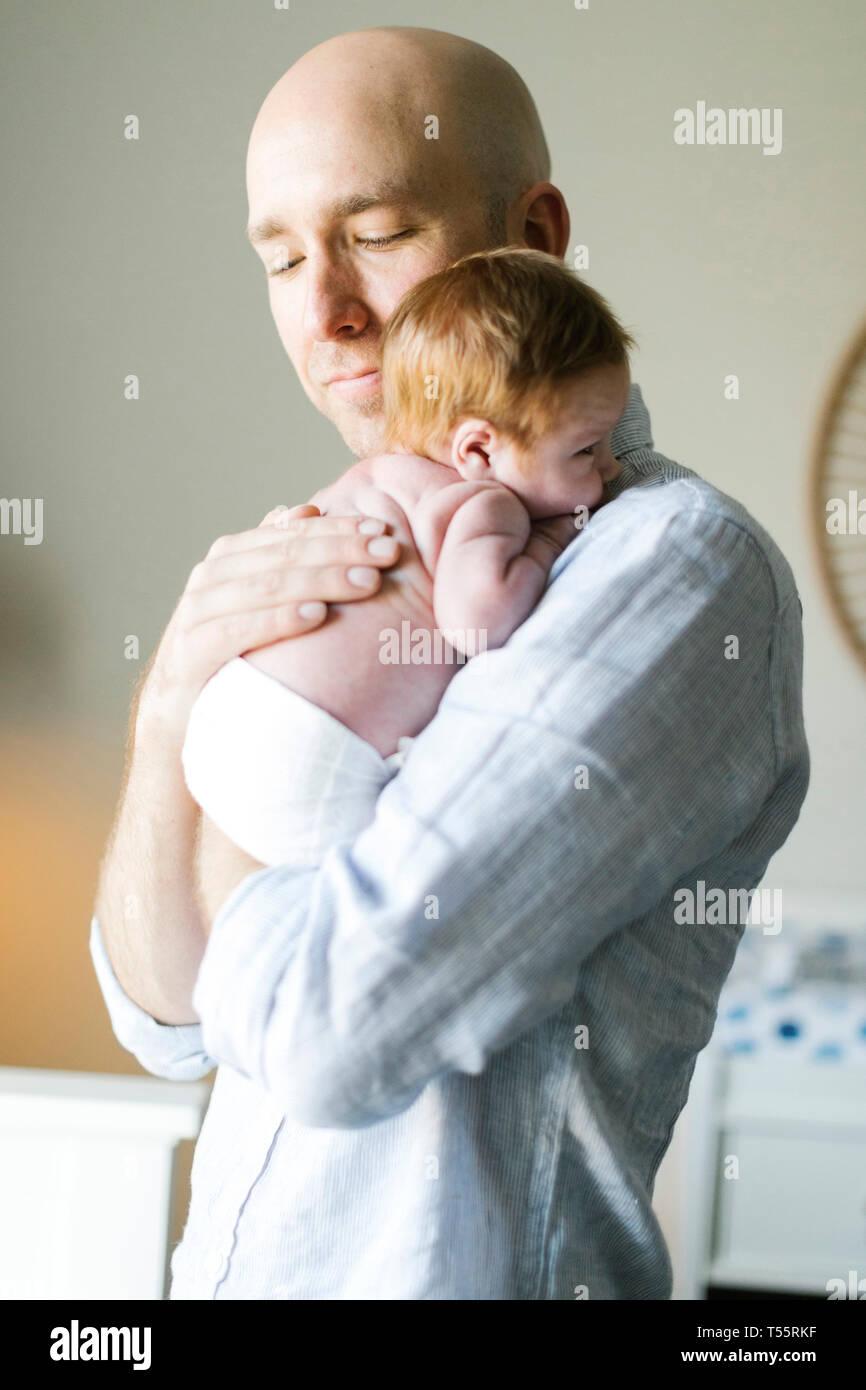 Man holding his newborn son - Stock Image