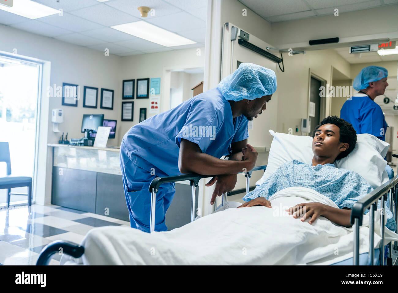 Nurse talking to teenage patient - Stock Image