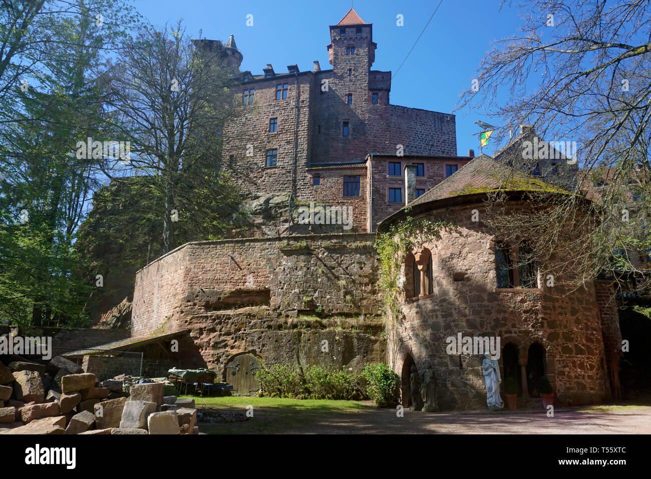 Burg Berwartstein, mittelalterliche Felsenburg und einzige bewohnte Burg in der Pfalz, Erlenbach bei Dahn, Wasgau, Rheinland-Pfalz, Deutschland | Berw Stock Photo