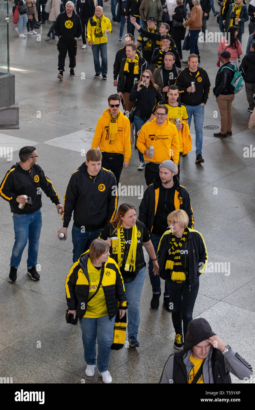 CENTRAL STATIONS, MUNICH, APRIL 6, 2019: bvb fans on the way to the soccer game fc bayern munich vs borussia dortmund - Stock Image