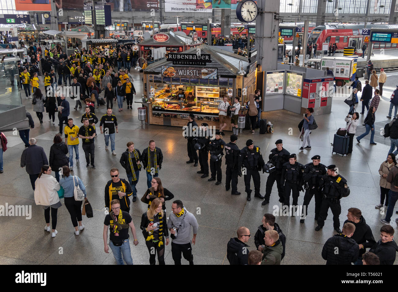 CENTRAL STATIONS, MUNICH, APRIL 6, 2019: massive police forces take care for safty of football fans in the central stations - Stock Image